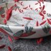VERKOCHT zonder titel (2012) papier en ijzerdraad op keramiek, doorsnede 38 cm