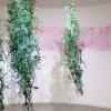 Lathyrus (2017-2018) installatie met hangende papiersculpturen, papierstructuren op een muurschildering.